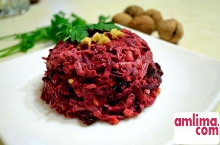 Салат з буряка з чорносливом: вітамінна бомба