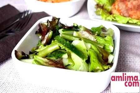 Салат з мовою і огірками