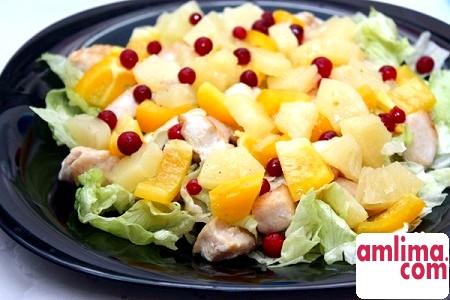 Салат з кальмарами і ананасами для буднів і свят