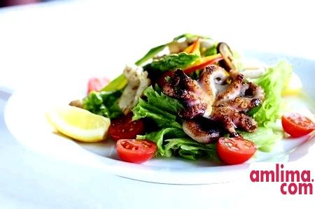 Салат з кальмарами і креветками як перлина святкового столу