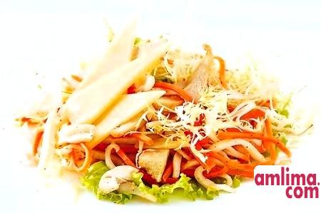 Салат з копченим кальмаром: свято у вашому будинку