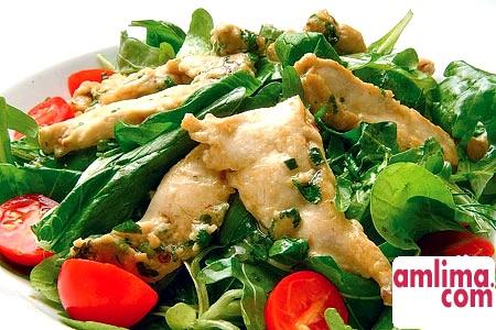Салат з куркою і помідорами: кілька смачних рецептів