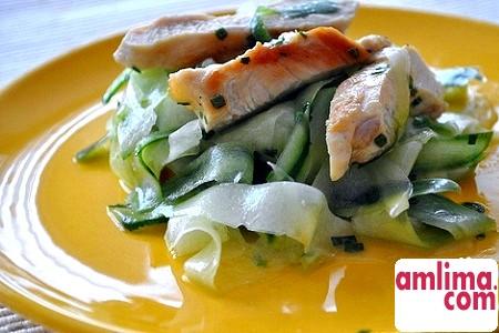 Салат з куркою і солоними огірками - всесезонні рецепти