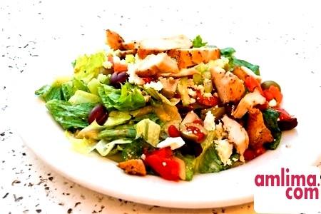 салат з курки і солоних огірків