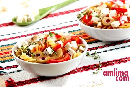 салат з макаронів з шинкою