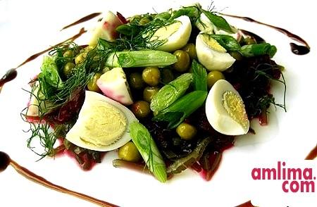 Салат з морською капустою і кальмарами: свято насиченого смаку