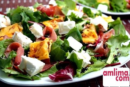 салат з омлетом рецепт
