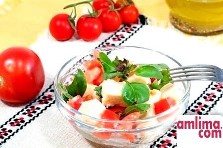 Салат з помідорами і бринзою: готуємося до весняно-літнього сезону