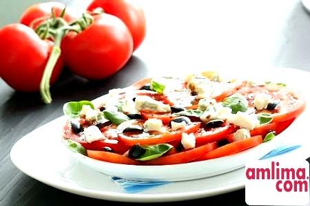 Салат з помідорами і сиром. Річні варіації
