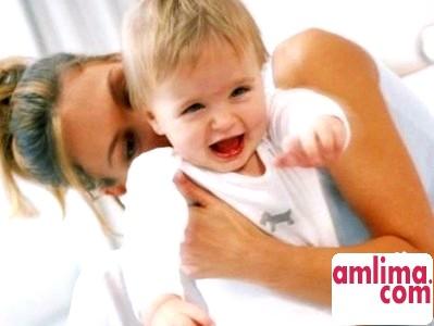 Скільки і як годувати дитину грудьми?