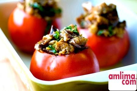 Солоні помідори, фаршировані овочами - делікатес, та й годі!