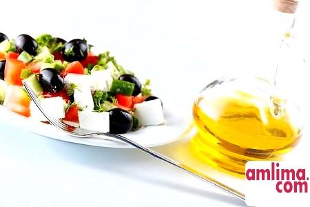 Соус для грецького салату: додамо пікантності в буденність