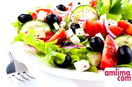 Сучасна кухня на дому: салат з оливками