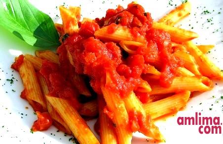 Спагетті з помідорами і сиром: апетитно, смачно, швидко