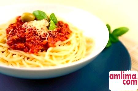 Спагетті з соусом болоньєзе. Рецепт за правилами і за можливостями