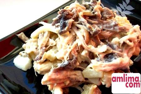 Ситний салат з куркою і грибами, а також іншими добавками
