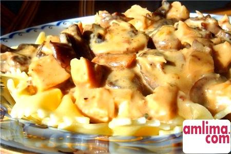 салат з курки з грибами і сиром