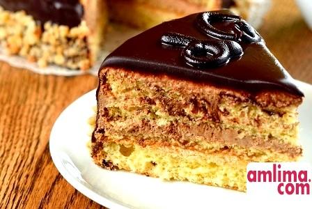 Торт зі сметаною і згущеним молоком: рецепт солодкого життя