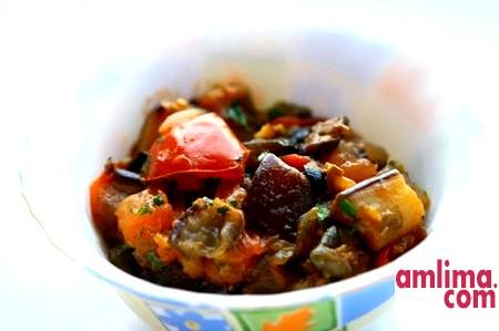 смачні тушковані баклажани з овочами