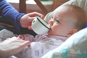 Фото - привчити пити з чашки