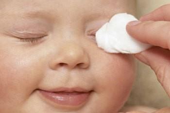 Фото - правильний догляд за очима новонародженого