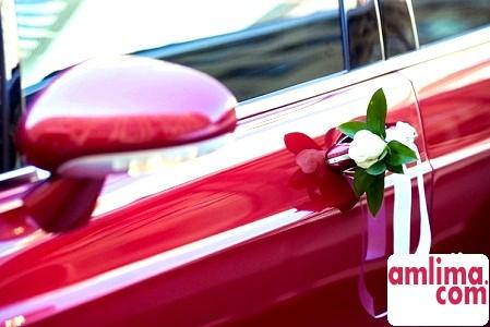 Прикрасити весільну машину своїми руками? Це просто!