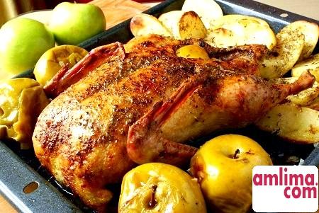 Качка з яблуками і картоплею: прикраса святкового столу