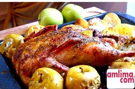 тушкована качка з яблуками рецепт