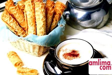 Вафлі-трубочки: рецепт апетитних солодощів