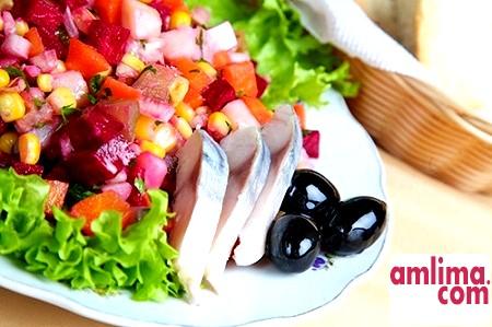 Вінегрет з оселедцем - традиційний салат в нетрадиційному виконанні