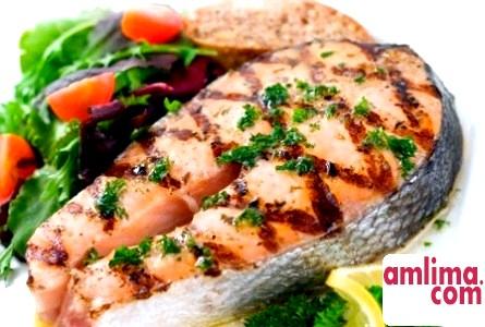 Смачно і малокалорійно: риба, запечена з овочами
