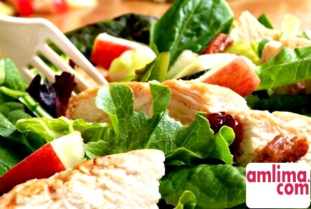 Смачно і корисно: салат з куркою і китайською капустою