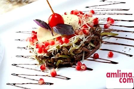 Смачний, поживний і ситний салат з мови зі свіжим огірком