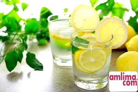 Вода з лимоном: користь і шкода цього напою