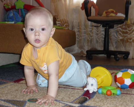 Фото - дитина в 8 місяців