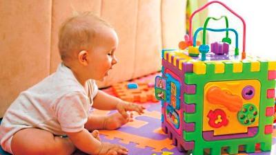 Фото - розвиток дитини в 6 місяців ігри
