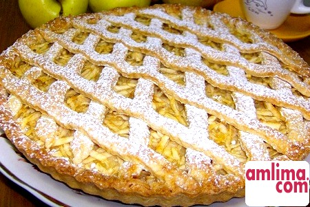 смачний заливний пиріг з яблуками