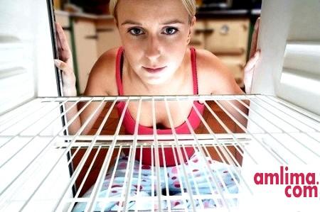 Запах в холодильнику. Звідки він береться?