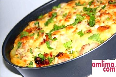 Запіканка картопляна з куркою: ситне блюдо за пару хвилин