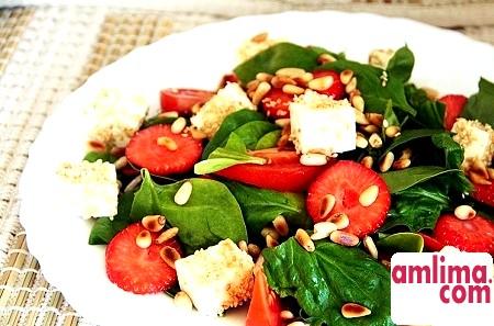 Зелень на нашому столі: салат зі шпинатом