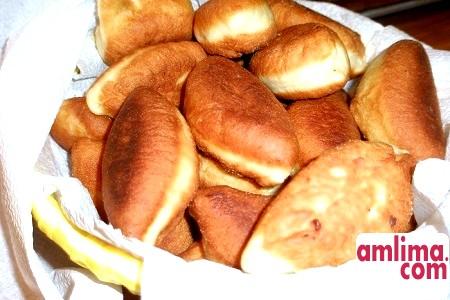 Смажені пиріжки на кефірі: рецепти приготування тіста і начинки