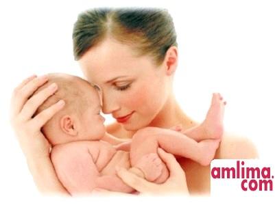 Жінка, що годує грудьми чужу дитину - «за» і «проти»